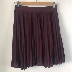 Aritzia Knife Pleat Mini in Burgundy